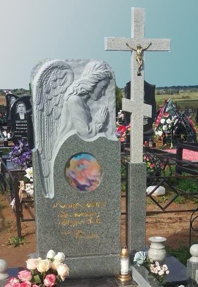 фото памятник с резьбой Ангел